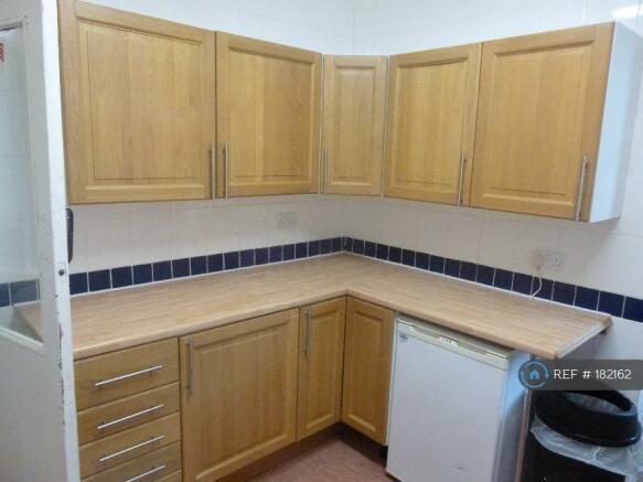 Large Kitchen 2 Ovens Etc