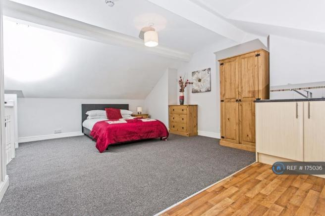 Attic Room With Kitchenette And En-Suite (Let)