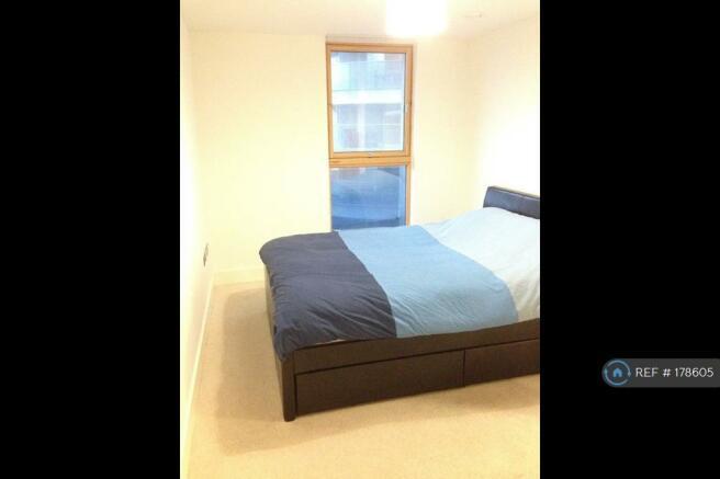 Main Bedroom (Queen Size Bed)