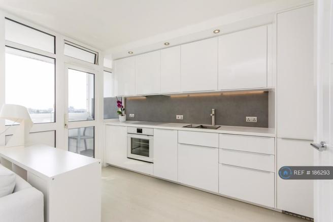Sleek Kitchen Integrated Appliances