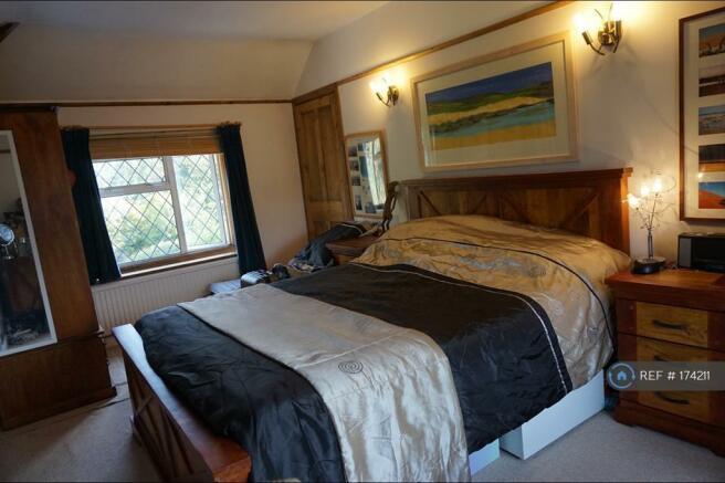 Master Bedroom Dual Aspect