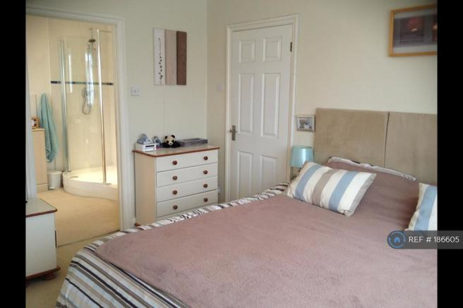 Master Bedroom Through To Ensuite