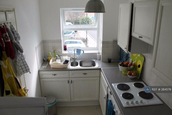 Kitchen - Incls Oven, Hob, Washing Machine