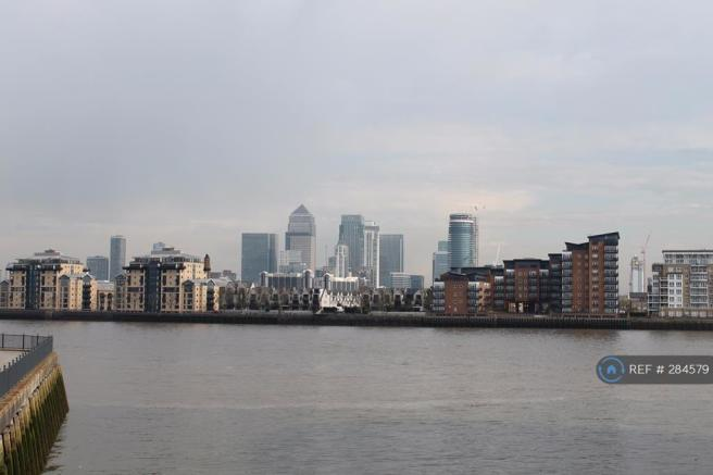 Views Over Thames To Canary Wharf
