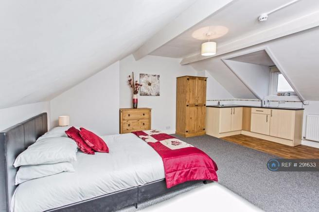 Fantastic Attic Room Let
