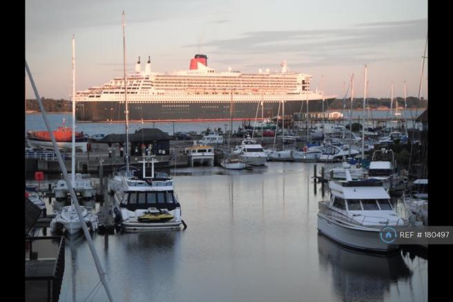Queen Mary Ii Sailing Past Hythe Marina