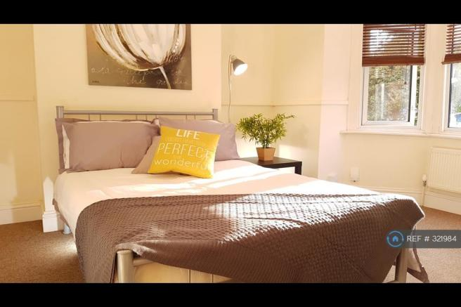 Bedroom No7 With Baywindow & High Ceilings