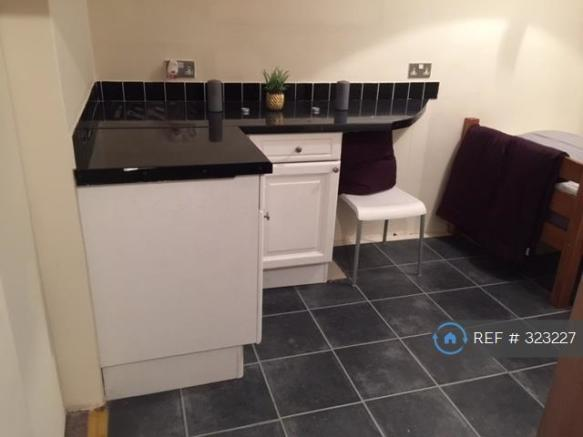 Kitchenette In Double £99 Pw Double Room