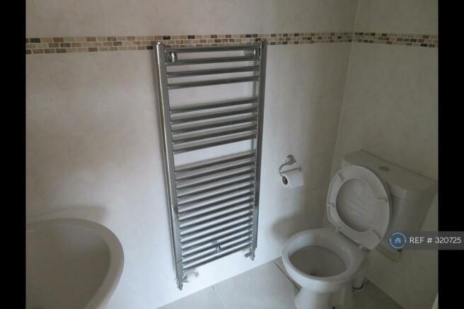 Bedroom 2 En Suite (Shower Round Corner)