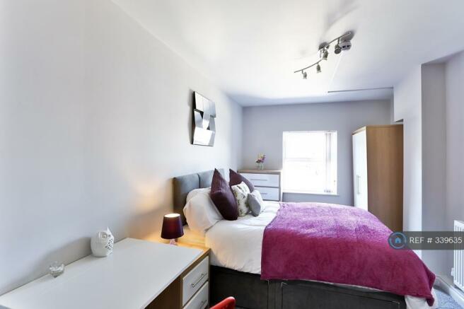 Bright & Spacious En-Suite Room