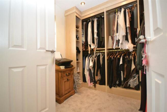 Wardrobe/Bedroom Thr
