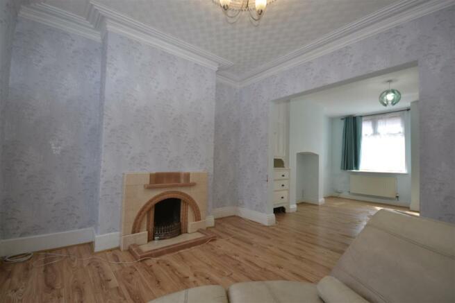 Lounge/Dinign Room