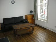 Flat to rent in Grosvenor Avenue, London...