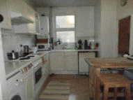 Flat to rent in Castleton Road, Ilford...