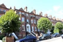 3 bedroom Flat in Goldhurst Terrace...
