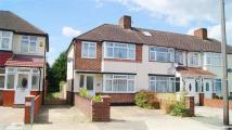 3 bed End of Terrace house to rent in Meadow Road, Hanworth...