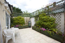 2 bedroom Maisonette in Montrose Avenue, Slough ...