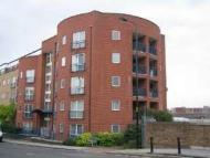 Flat to rent in Caraway heights , E14...