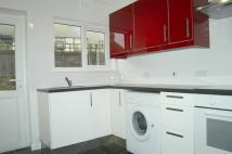 Flat to rent in High Street, Aveley...