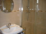 4 bed semi detached home to rent in Lodge Close, Uxbridge...