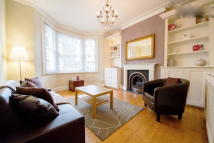 Maisonette to rent in Barmouth Road...