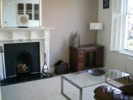 2 bed Flat in 36-38 Thicket Road...