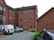 2 bed Ground Flat in Weavers Court...