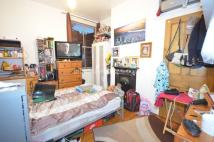Flat to rent in Newton Avenue...