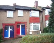 Maisonette to rent in Carr Road, Northolt, UB5