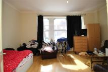 3 bedroom Flat to rent in Murchison Road, London