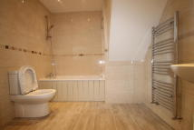 2 bedroom Flat in LAWTON ROAD, London, E10