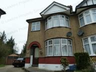 3 bedroom semi detached house to rent in Meadway, Woodford Green