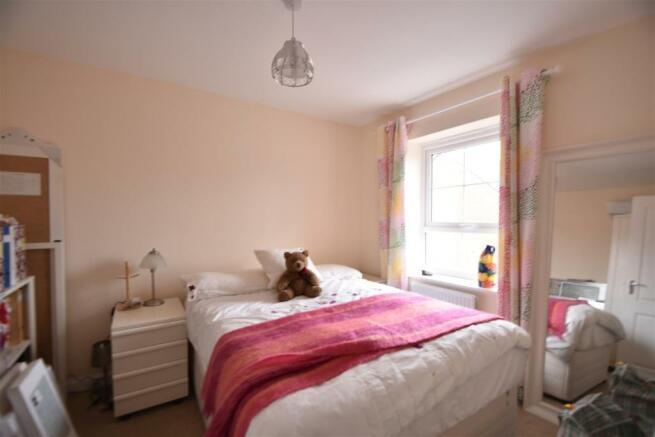 Bed 2 Popert.JPG