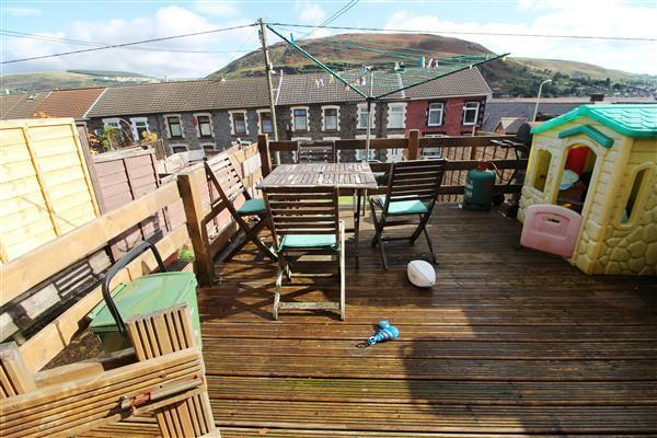 Decking to front