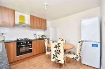 Flat to rent in Brooks Road, Plaistow
