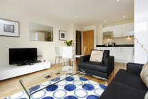2 bed Flat for sale in Lanterns Court...