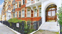 2 bed Flat for sale in Sutherland House...