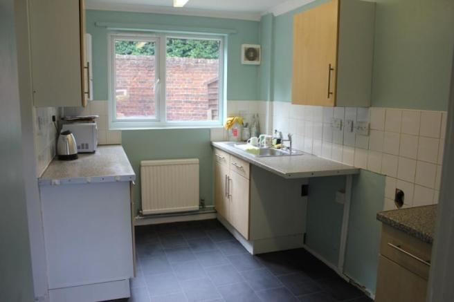 25_Norfolk Drive kitchen.jpg