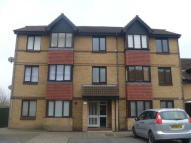 Ground Flat to rent in Sterling Gardens, London...