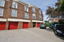 1 bedroom Flat in North Drive...