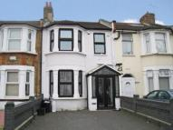 3 bed Terraced house to rent in Auckland Road, ILFORD...