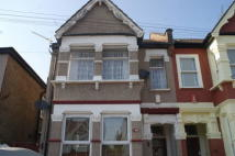 2 bedroom Flat in Chingford Avenue, LONDON...