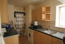 2 bed Flat to rent in Warwick Gardens...