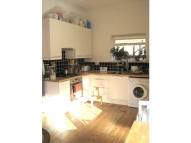 3 bedroom Ground Flat to rent in Heyworth Road, London, E5