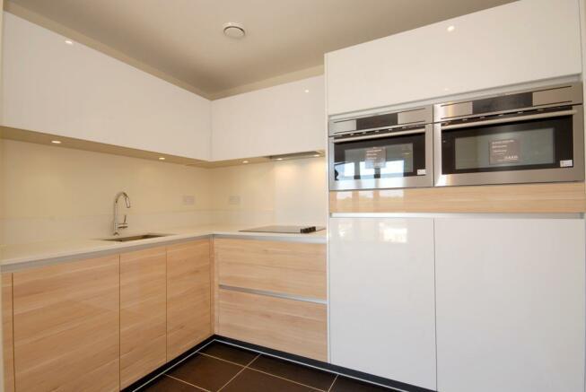 P1913 Kitchen 2.JPG