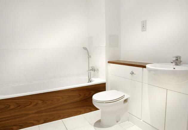 P1112 Bathroom pf.jpg