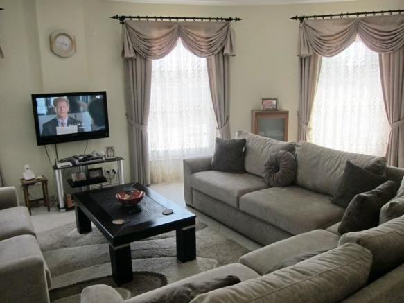 TV/DVD + Lounge