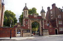 2 bed Flat for sale in St. Dunstans...