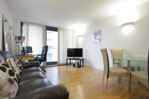 1 bedroom Flat in Blackwall Way, London...
