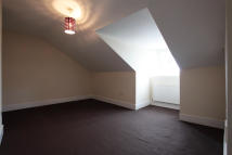 Flat to rent in Morland Road, Croydon...